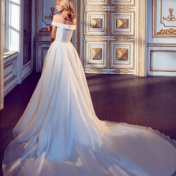 f2d3f63226a Calla Blanche Sanem Wedding Dress. Calla Blanche.  M 5b844133800dee293183089d. M 5b8441351070eecb325f1cca.  M 5b844132bf77291d4d78c70d
